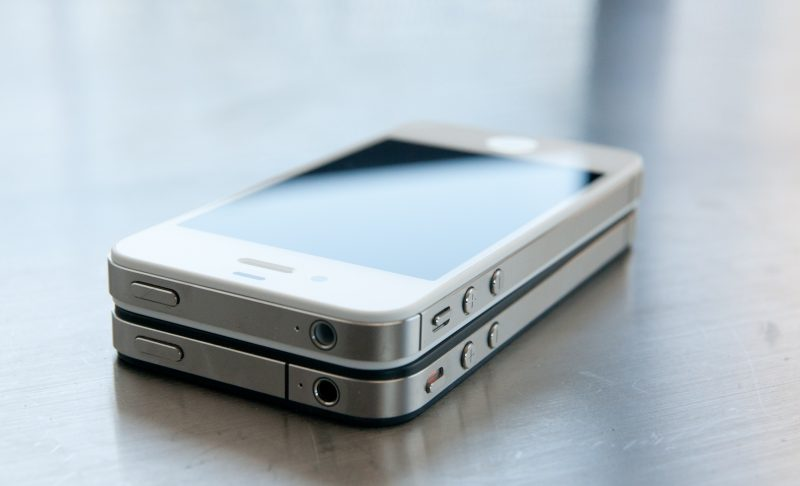 the two iphone 4 reviewed